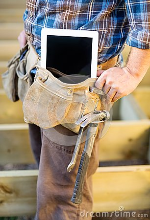 carpenter-tablet-computer-manual-worker-hammer-toolbelt